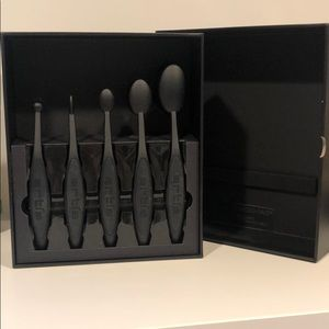 NEW Artis Makeup Brushes Collection